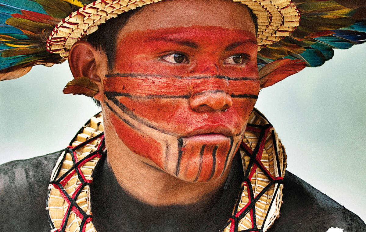 Couverture du calendrier 2015 de Survival. Asurini do Tocantins, Pará, Brésil.