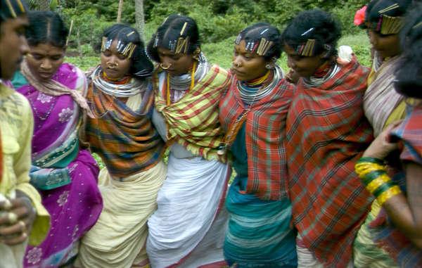 Bisher haben The Hindu und der Business Standard indigene Völker unterstützt, indem sie Artikel, die Indiens Adivasi-Völker als 'primtiv' bezeichneten, korrigiert haben.