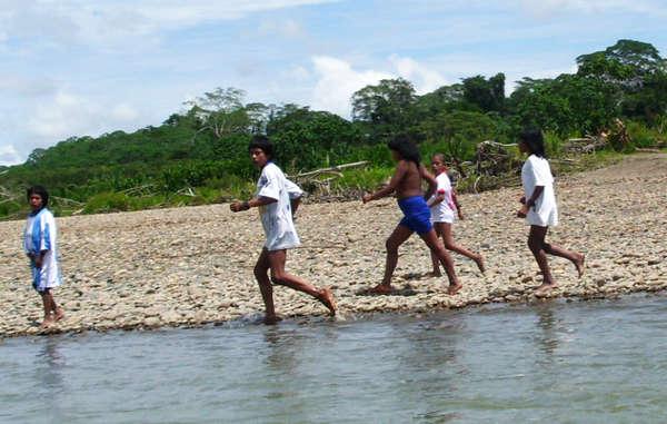 Im September 2014 nahm eine Missionarin Kontakt zu Mashco-Piro-Indianern auf und hinterließ ihnen Kleidung und andere Gegenstände. Durch den Kontakt könnten Krankheiten übertragen werden, die für die Indigenen tödlich verlaufen.
