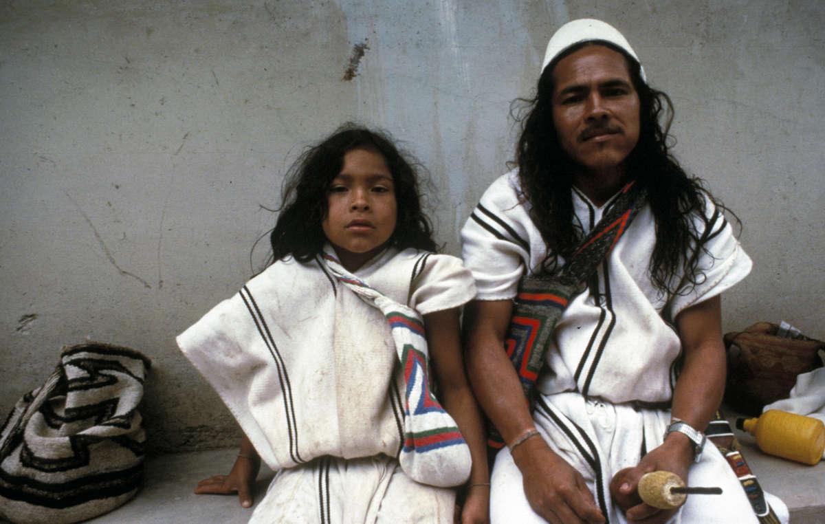 Arhuaco Mann und Kind, Sierra Nevada de Santa Marta, Nordkolumbien
