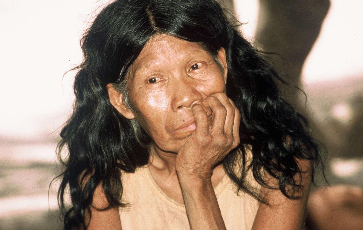 Une femme totobiegosode qui a été chassée de la forêt, Chaco paraguayen.