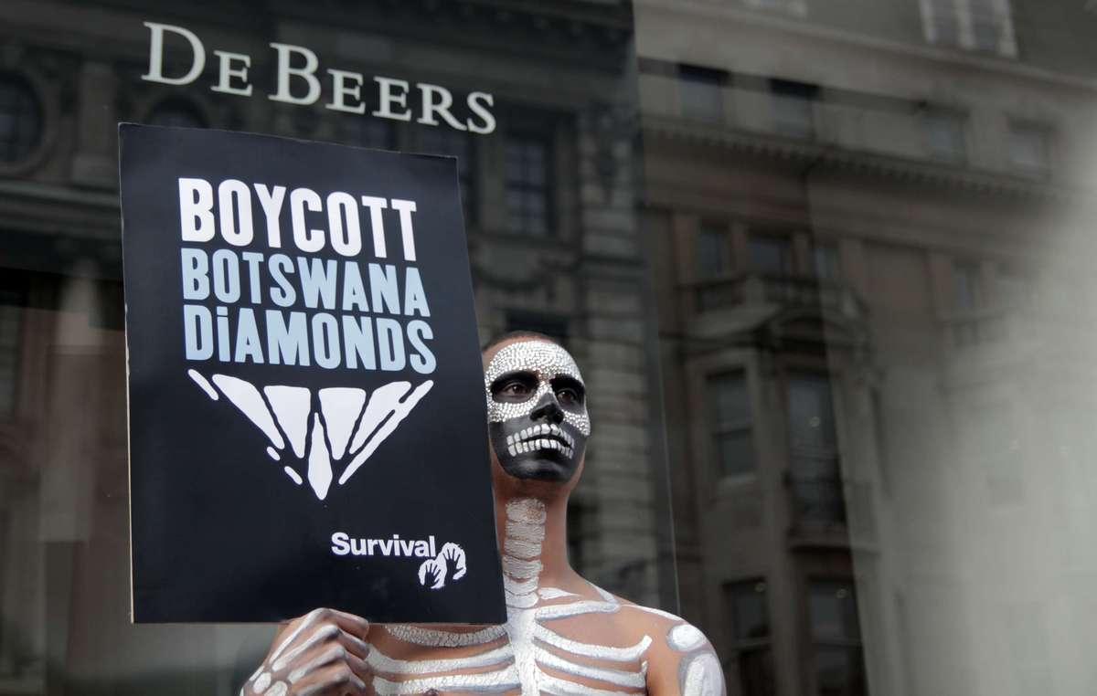 Survival está llamando a boicotear los diamantes de Botsuana mientras no se permita a los bosquimanos acceder al agua.