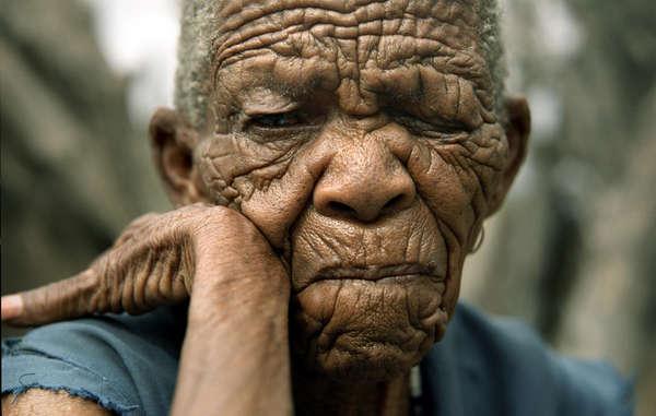 Sans accès à leurs terres situées au sein de la Réserve du Kalahari central, la plupart des Bushmen n'ont d'autre choix que de vivre dans les camps de relocalisation du gouvernement.