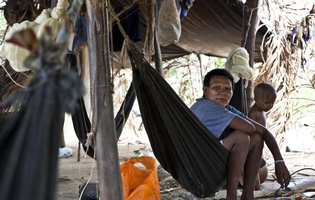Viele Nukak wurden aus ihrer Heimat vertrieben und leben nun außerhalb der Wälder in Flüchtlingslagern.