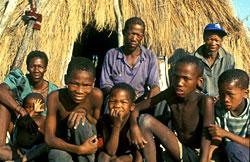 Bushmen dans la communauté de Gope avant leur expulsion