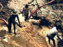 Illegale goudzoekers op land van de Yanomami